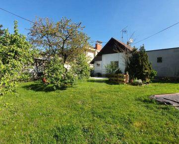 Direct Real - Starší rodinný dom so zaujímavým pozemkom o výmere 1077 m2 v lukratívnej časti Starého priamo pod Bôrikom