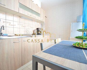 REZERVOVANÉ Svetlý 2-izbový byt s loggiou na predaj, 54 m², Južná trieda