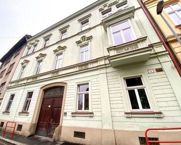 Veľký byt s úžasnou atmosférou v srdci Palisád na Kozej ulici na predaj