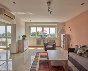 Na prenájom : 3-izbový byt v centre Bratislavy s garážovým státím