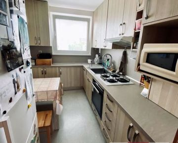 REZERVOVANÝ!!! 4-izbový byt vo výbornej lokalite na VETERNEJ ul. v Trnave, 84 m2, loggia