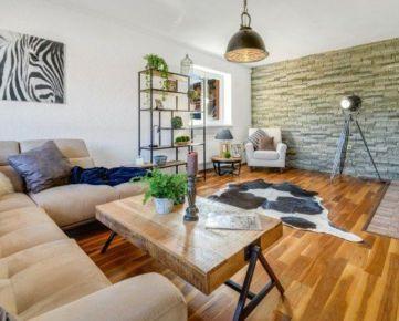 Rezervované / Jedinečné bývanie so všetkými výhodami v 5 izbovom rodinnom dome s vlastným wellnessom, Spiegelsal