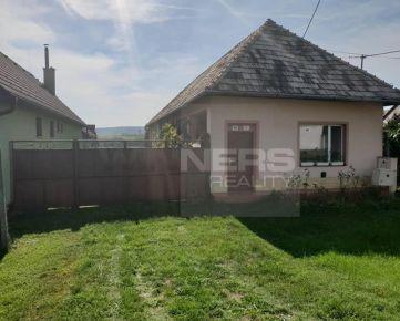 REZERVOVANÉ. Exkluzívne ponúkame na predaj rodinný dom s pivnicou v obci Hontianske Moravce, len 3km od mesta Dudince a 25km od mesta Levice.