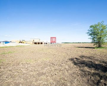 HERRYS - Na predaj rovinatý pozemok s potenciálom výstavby v obci Bernolákovo