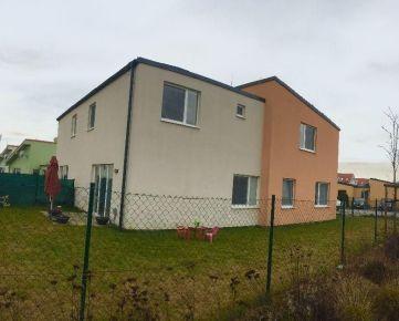 NA PRENÁJOM : Kompletne zariadený 3 izbový byt s garážou  a záhradou len 3 km od Trnavy