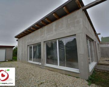 TRNAVA REALITY - dva rodinné domy v obci Veľká Mača - možnosť využiť na podnikanie a bývanie