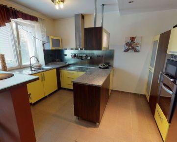 !!PREDANÝ!! NEWHOUSE REALITY Vám ponúka na predaj moderný veľkometrážny 2,5 izbový byt s veľkým šatníkom a  nadštandardnou kúpelňou o výmere 73m2