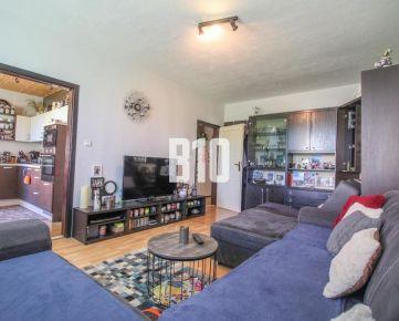 Veľký 3 izbový byt- 84m2 s loggiou, špajzou a s výhľadom na Nitru