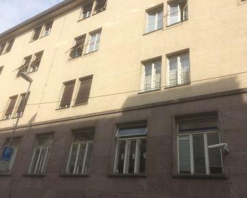 NA PREDAJ 4-izbový byt na Gunduličovej ulici