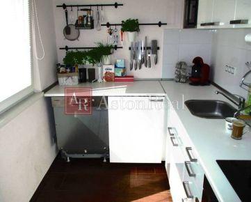 Predaj 1i byt s lodžiou, kompletná rekonštrukcia 36m2, Dúbravka
