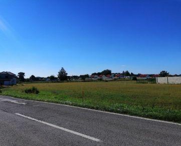 REZERVOVANE! Ponúkame exkluzívne na predaj pozemok v novej lokalite B3 - Bahná v obci Láb.