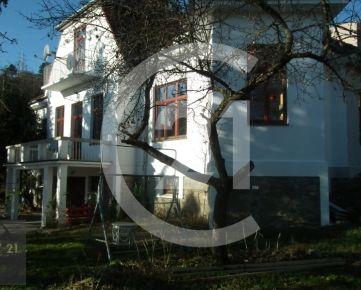 CENTURY 21 Realitné Centrum ponúka -Krásna vila na 20á pozemku v Čermeli