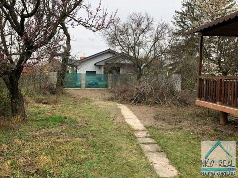 Pozemok pre rodinné domy 400m2