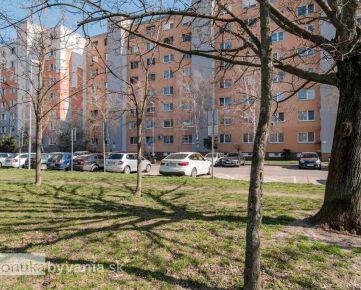 DUDVÁŽSKA, 3-i byt, 70 m2 - zeleň, REKONŠTRUKCIA PODĽA SEBA, zrekonštruovaný bytový dom