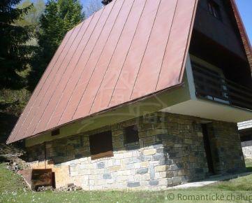 Pekná trojpodlažná chata priamo v horách Chvojnica na predaj