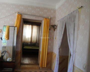 Výhodná ponuka rodinný dom za super cenu, suché izby, dobrá strecha 846m2, Levice-Farná. CENA: 19 000,00 EUR