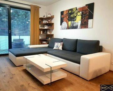 NOVOSTAVBA- zariadený 2 izbový byt s balkónom, pivničnou kobkou