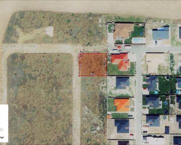 TRNAVA REALITY - široký rožný pozemok na stavbu RD so všetkými IS v obci Miloslavov - Miloslava