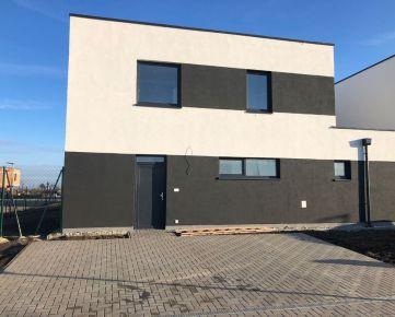 Skolaudovaný 5 izbový mezonet, 128 m2, štandard, záhrada, 3 x parking