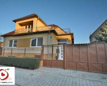 TRNAVA REALITY - 5 izb. poschodový rodinný dom s terasou na rozľahlom pozemku v obci Zavar