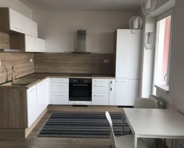Prenájom 1 izbového bytu v novostavbe s garážou v Petržalke pri Centre v bratislave