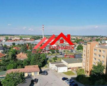 Kuchárek-real: Ponuka 3 izbový byt v širšom centre mesta Senec.