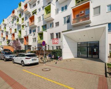 HERRYS - REZERVOVANÝ - Na predaj 3 izbový byt s klimatizáciou, balkónom a vysokými stropmi v projekte DORNYK