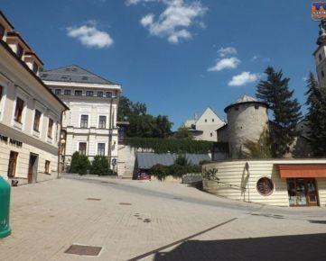 ZNÍŽENÁ CENA!!! - EXKLUZÍVNE - 5 izbový Rodinný Dom o rozlohe 114m2 pri tržnici na námestí v centre mesta Banská Bystrica so záhradou o výmere 128m2- vhodný aj na podnikanie. CENA: 158 000,00 EUR