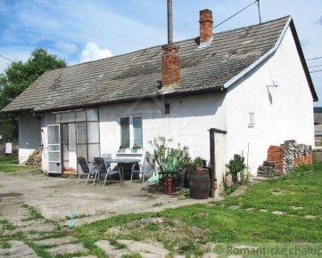Malebný rodinný dom s hospodárskou časťou v obci Jablonové na predaj