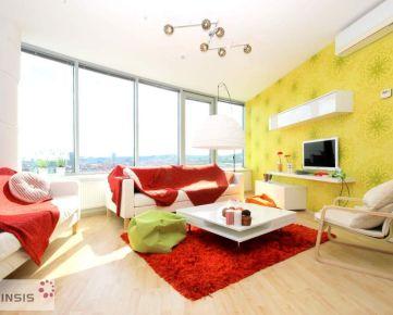 Ponúkame priestranný 3 Izbový byt v III Vežiach s pekným výhľadom.