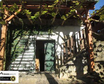 Na predaj vinohradnícky dom s pivnicou, vinicou a sadom v Prietržke
