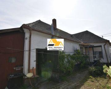 VÝHODNÁ PONUKA!!! Predám veľký 3 izb. rodinný dom v obci Komoča