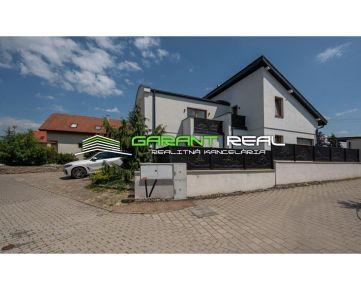 GARANT REAL predaj luxusný dvojpodlažný rodinný dom s dvojgarážou na 9 árovom pozemku, Prešov, Solivar