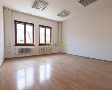 NA PRENÁJOM–Obchodné/Kancelárske priestory v centre mesta-Nitra