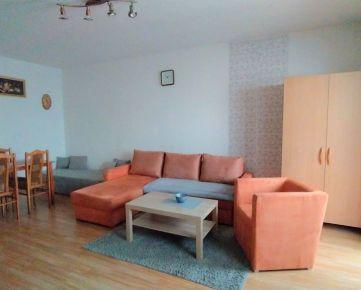 Na prenájom perfektný 1 izbový byt s loggiou Sekčov, Karpatská, zariadený, po rekonštrukcii, voľný ihneď