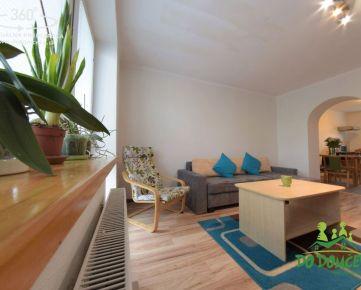 REZERVOVANÉ 2-izbový byt s balkónom a dvoma pivnicami, Zvolen