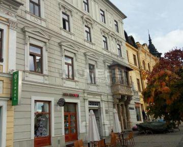Ponúkame Vám na prenájom priestory na lukratívnom mieste v historickej budove – priamo na námestí Banskej Bystrice.