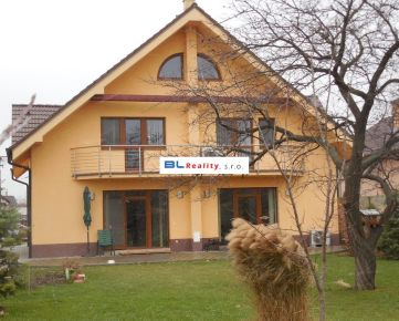 NOVOSTAVBA - veľký pozemok: Rd 6 iz., ÚP 430 m2, poz. 1 100 m2, Nezvalova ul., Podunajské Biskupice, Ba II., 650 000,-€