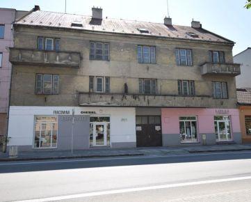 Polyfunkčný objekt so 4 bytmi v centre Trenčína - Nám. Sv. Anny