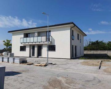 Ponúkame na predaj  moderné a komfortné bývanie.