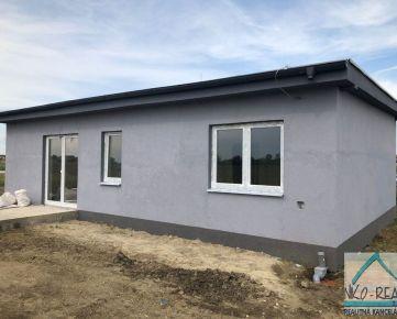 Ponúkame  na predaj 4 izbovú TEHLOVÚ NOVOSTAVBU rodinného domu, typ bungalov v Dunajskej Lužnej, časť Nové Košariská