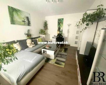 - PREDAJ - 2 izbový byt, 52 m2 po rekonštrukcii, TRNAVA - Golianova