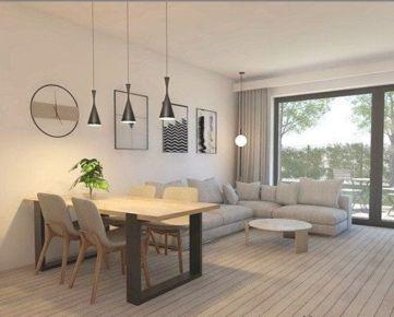 3 izbový byt (64 m2) s vlastnou oplotenou záhradkou (cca 70 m2) vrátane 3 parkovacích miest