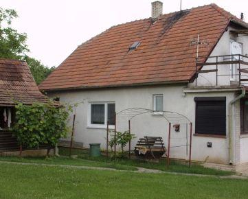 Na predaj rodinný dom, pozemok  2140 m2 v obci Bardoňovo, okres Nové Zámky