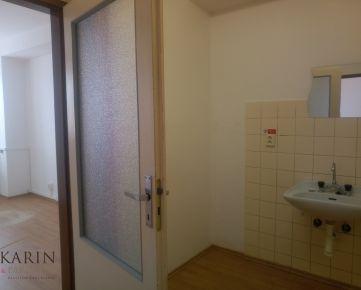 LEN: 8,57€/ m2/ mesiac! Prenájom trojkancelária/ viacúčelové miestnosti s umývadlom 35m2 + parkovacie miesta, Bulharská ul., BA II., Trnávka.