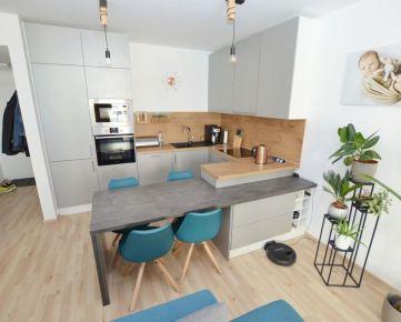 PREDAJ 2 izbový kompletne zariadený byt so šatníkom, pivnicou a parkovacím miestom v rezidenčnom projekte City Park Ružinov