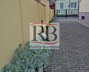 Na prenájom mezonet na Šarišskej ulici so zástavbou rodinných domov v lokalite Nivy
