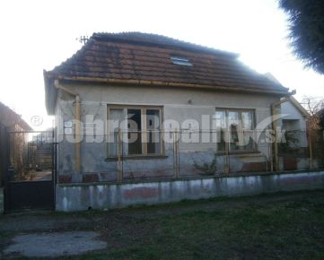 Priestranný rodinný dom, čiastočná rekonštrukcia, na predaj v obci Pribeta!