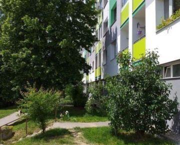 2 izbový byt s loggiou, 3 poschodie, Starohorská ulica Banská Bystrica