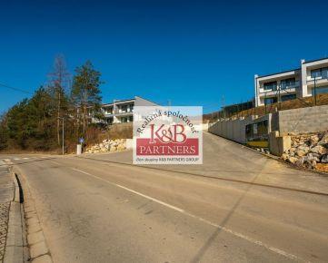 Ponúkame Vám na predaj exkluzívny pozemok o výmere 1104 m2 v lokalite REZIDENCIA KUBRÁ v Trenčíne.